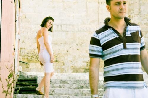 Girl-Checking-Out-Guy_khurki.net_